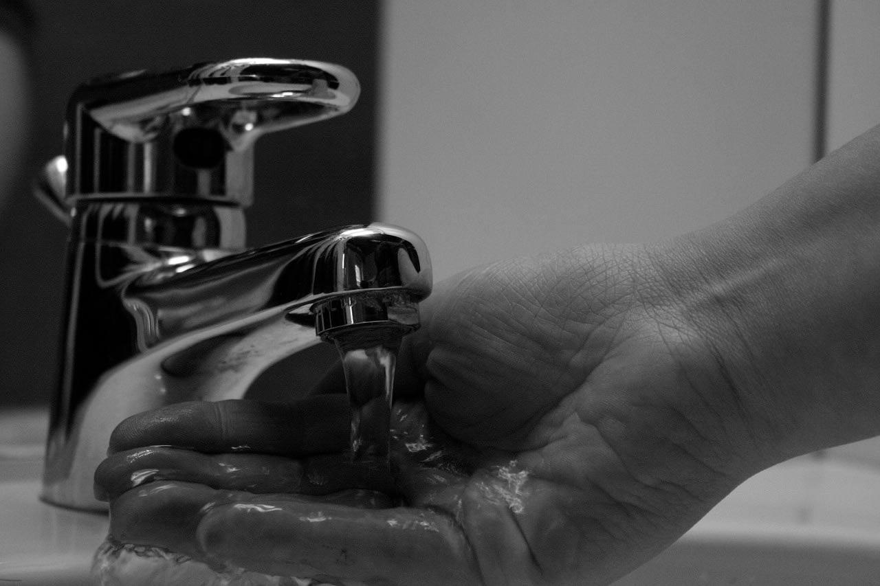 Beber agua grifo